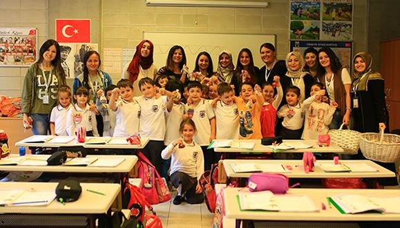 Dünya Çocuk Günü'nde minikleri sevindirdiler