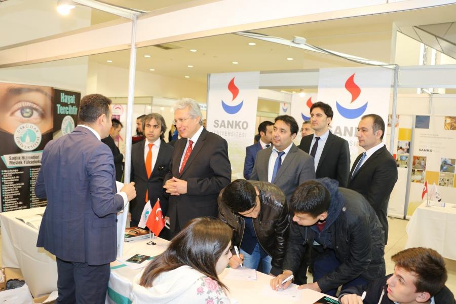 Gaziantep Milli Eğitim Müdürü Mustafa Yılmaz'dan, Üsküdar Üniversitesi standını ziyaret