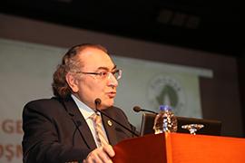 Prof. Dr. Nevzat Tarhan Aydın Üniversitesi'nde bağımlılık ve haz ilişkini anlattı.