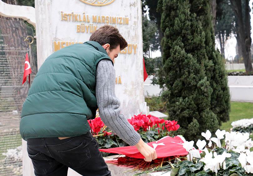Milli Şair Ersoy mezarı başında anıldı! 2