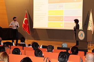 Microsoft Genel Müdür Yardımcısı Cavit Yantaç, Üsküdar Üniversitesi'nde gençlerle buluştu. 3