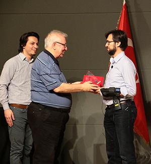 Microsoft Genel Müdür Yardımcısı Cavit Yantaç, Üsküdar Üniversitesi'nde gençlerle buluştu.