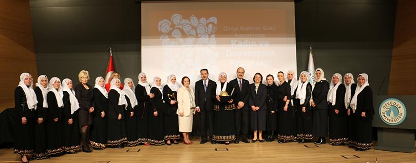 """Üsküdar Üniversitesi'nde """"Kadın ve dayanışmanın gücü"""" konuşuldu"""