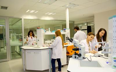 Üsküdar Üniversitesi, beyin hastalıklarında nöroteknolojiyi kullanıyor 2