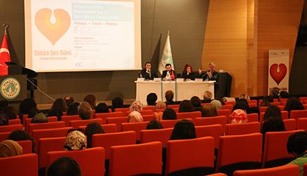 Üsküdar Üniversitesi'nde ses sağlığı sempozyumu gerçekleştirildi. 3